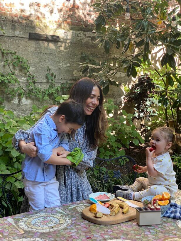 nicole berrie with kids making summer lunches and snacks